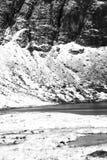 Un paisaje nevoso dram?tico de la monta?a foto de archivo libre de regalías