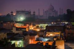 Un paisaje urbano con Taj Mahal Fotografía de archivo
