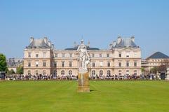 Un palacio en el parque de Luxemburgo Fotos de archivo libres de regalías