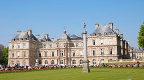 Un palacio en el parque de Luxemburgo Imagen de archivo libre de regalías