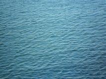 Un panel del color azul, formado del agua imágenes de archivo libres de regalías