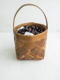 Un panier de cerise de jardin Images stock