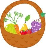 Panier avec le chou, carottes, raisins, poires, tomat Photo stock