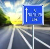 Un panneau routier accompli de la vie sur un fond rapide images libres de droits