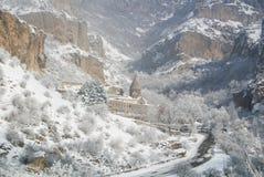 Un panorama d'hiver de monastère de Geghard Photos stock