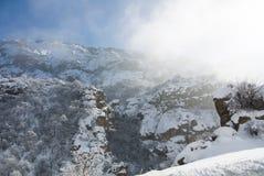 Un panorama d'hiver de monastère de Geghard Images stock