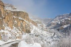 Un panorama d'hiver de monastère de Geghard Photo stock