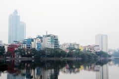 Un panorama de Hanoï autour de lac Truc Bach, Vietnam photographie stock
