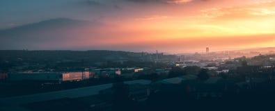 Un panorama de la ciudad de Sheffield en la puesta del sol fotos de archivo