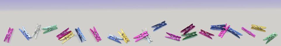 Un panorama de las clavijas de ropa fotografía de archivo libre de regalías