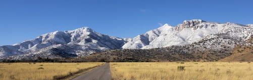 Un panorama delle montagne di Snowy Huachuca Immagine Stock Libera da Diritti
