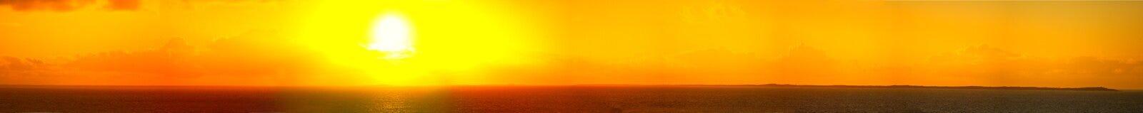 un panorama di 180 gradi delle Bahamas ad alba Immagine Stock
