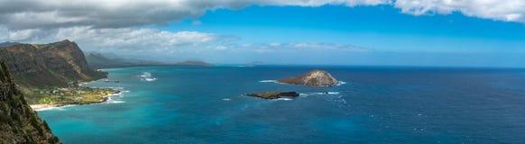 Un panorama sbalorditivo della vista dalla costa orientale del ` s di Oahu Fotografie Stock Libere da Diritti