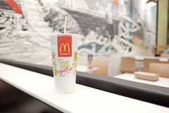 Un papercup del restaurante de McDonalds Imagen de archivo libre de regalías