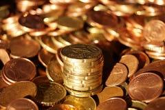 Un paquet des pièces de monnaie d'euro cent image libre de droits