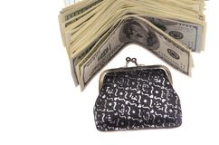 Un paquete de cuentas del ciento-dólar cerca de la cartera Imagen de archivo