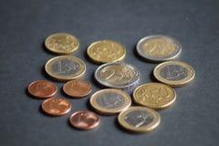 Un paquete de monedas del centavo euro fotos de archivo libres de regalías