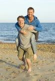 Un par alegre feliz Foto de archivo libre de regalías
