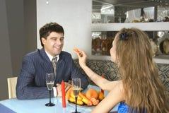 Un par de amantes en el restaurante Imagen de archivo