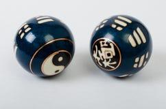 Un par de bola china de la meditación con Yin Yang Fotografía de archivo libre de regalías