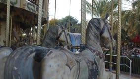 Un par de caballos del carrusel empuja para la posición Fotografía de archivo libre de regalías