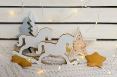 Un par de figuras retras de caballos mecedora Imagen de archivo libre de regalías