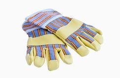 Un par de guantes del trabajo con la protección cubre las pistas con cuero Imagenes de archivo