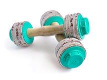 Un par de pesas de gimnasia del vintage aisladas en blanco Fotografía de archivo