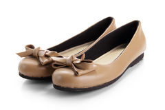Un par de zapatos formales de las mujeres, aislado en blanco Foto de archivo libre de regalías