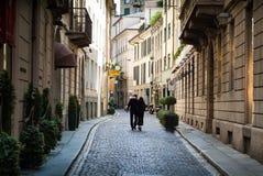 Un par en Milán Fotos de archivo libres de regalías