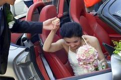 Un par joven en su día de boda Foto de archivo