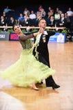 Un par no identificado de la danza en una danza presenta durante estándar del Grand Slam en el campeonato abierto del alemán Fotografía de archivo