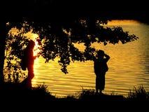 Un par por el lake1 Imágenes de archivo libres de regalías