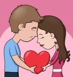 Un par que lleva a cabo un corazón Fotos de archivo libres de regalías