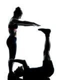Un par sirve a la mujer que ejercita aptitud del entrenamiento Foto de archivo