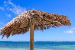 Un parasol en la playa Imagen de archivo