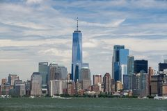 Un parc de Battyery d'horizon de Lower Manhattan de New York City de tour de World Trade Center Image libre de droits