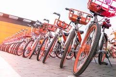 Un parcheggio della bicicletta per il viaggiatore facente un giro turistico Fotografia Stock Libera da Diritti