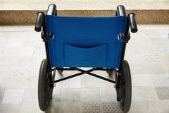 Un parcheggio della sedia a rotelle nella costruzione fotografia stock