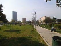 Un parco pubblico a Tirana immagine stock