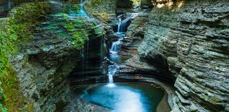 Un parque de estado de la cañada de Watkins de la cascada imágenes de archivo libres de regalías