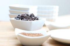 Punti di contatto e polvere del cacao di Superfood Immagine Stock