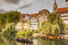 Un paseo de la góndola a lo largo de Tubinga céntrica imagen de archivo libre de regalías