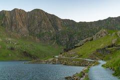 Un paseo en la pista del ` s del minero, País de Gales, Reino Unido Imagen de archivo libre de regalías