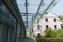 Un pasillo con el techo de cristal Fotografía de archivo libre de regalías