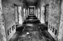 Un pasillo viejo de la fábrica fotografía de archivo