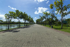 Un passage couvert en parc public Photo libre de droits