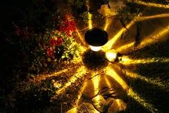 Un passage couvert illuminé par les étoiles Images stock