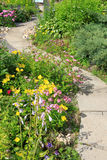 Un passaggio pedonale nel giardino Fotografia Stock Libera da Diritti