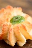 Pasteles de las almendras con la fruta escarchada Fotos de archivo